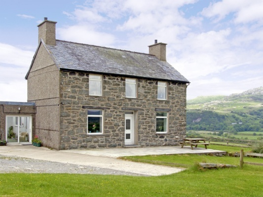 Ymwlch Bach Farmhouse