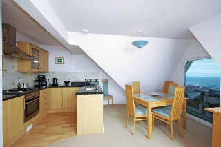 Holiday Cottage Reviews for 6 Golden Bay - Self Catering in Newquay, Cornwall inc Scilly
