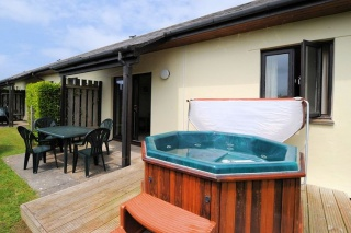 Holiday Cottage Reviews for Swallow, Willowfield Lake Cottages - Cottage Holiday in Braunton, Devon