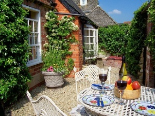 Holiday Cottage Reviews for Coachmans Cottage - Self Catering in Steeple Ashton, Wiltshire