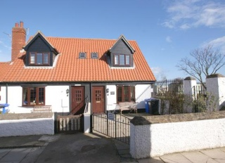 Holiday Cottage Reviews for Honeysuckle - Self Catering in Seahouses, Northumberland