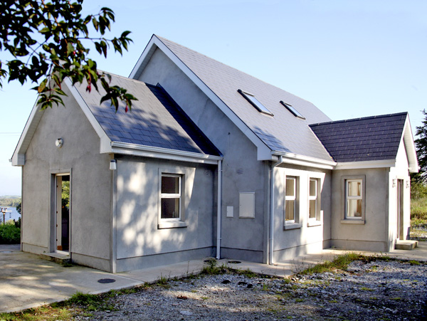 Holiday Cottage Reviews for Lakeside - Cottage Holiday in Broadford, Clare