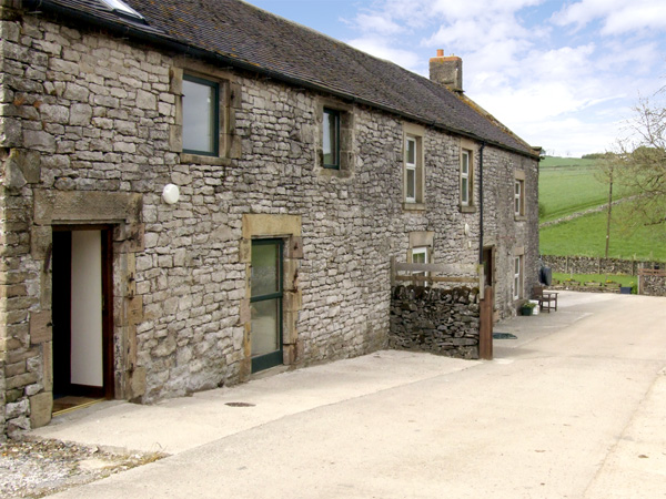 Holiday Cottage Reviews for Bluebird Cottage - Self Catering in Parwich, Derbyshire