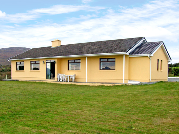 Holiday Cottage Reviews for Ocean Heights - Holiday Cottage in Glengarriff, Cork