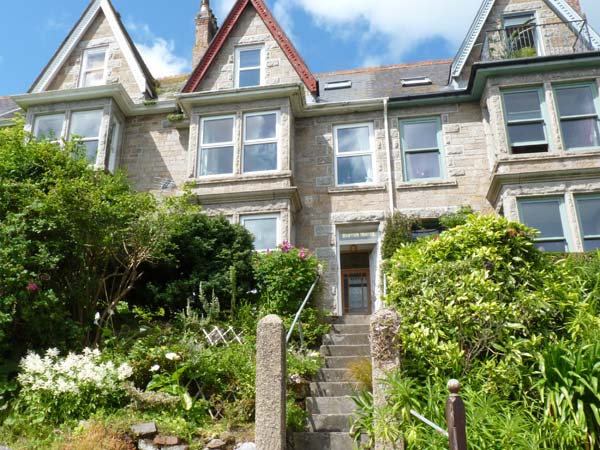 Holiday Cottage Reviews for Dolphins' Watch - Self Catering in Newlyn, Cornwall inc Scilly