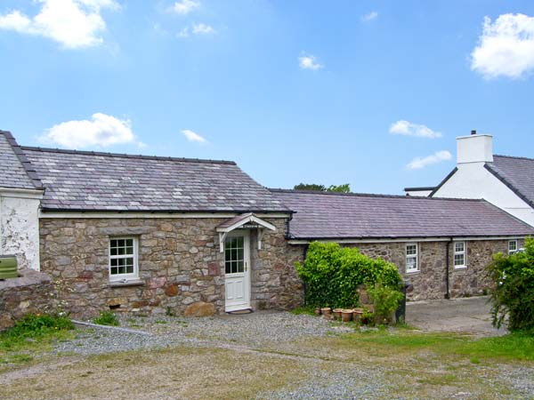 Holiday Cottage Reviews for Tyn y Mynydd - Holiday Cottage in Moelfre, Isle of Anglesey