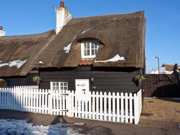 Holiday Cottage Reviews for Little Thatch - Self Catering in Walton on the Naze, Essex