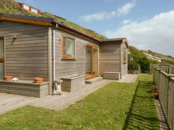 Holiday Cottage Reviews for Brackenbank - Cottage Holiday in Millbrook, Cornwall inc Scilly