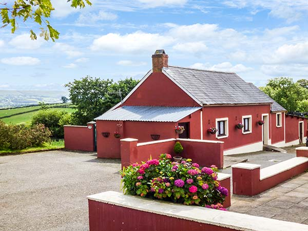 Holiday Cottage Reviews for Hen Dy Pair - Self Catering in Lampeter, Ceredigion