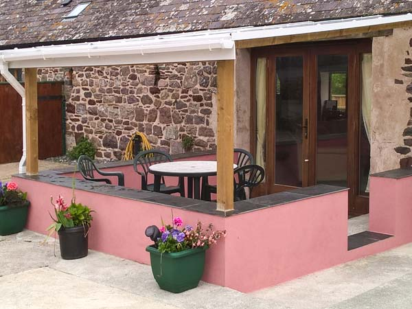 Holiday Cottage Reviews for The Long Barn - Self Catering Property in Little Haven, Pembrokeshire